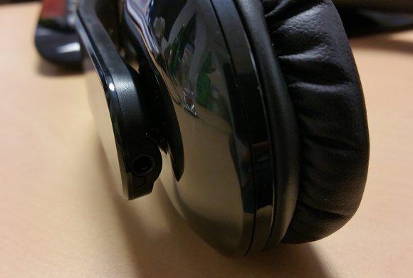 La prise jack pour une connexion filaire du casque.