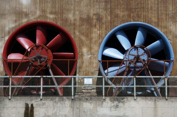 Ventilateurs rouge et bleu