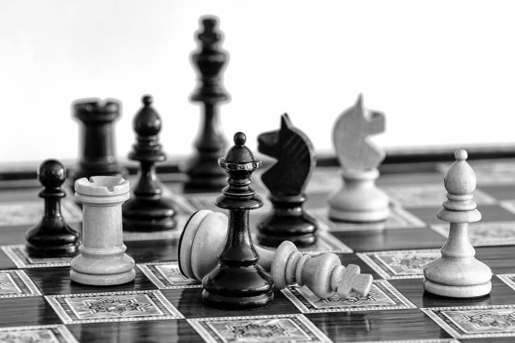 apprendre à jouer aux échecs en ligne